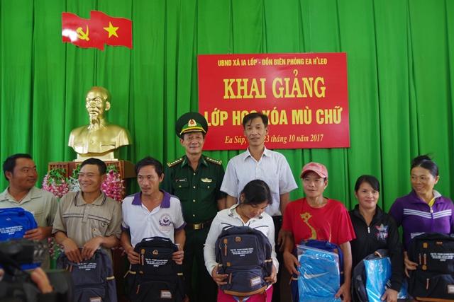 Bộ đội Biên phòng tỉnh Đắk Lắk mở lớp xóa mù chữ