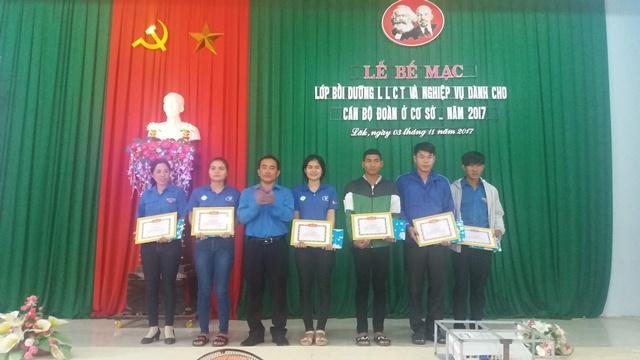 Huyện Lắk bế mạc lớp bồi dưỡng lý luận chính trị dành cho cán bộ Đoàn cơ sở năm 2017