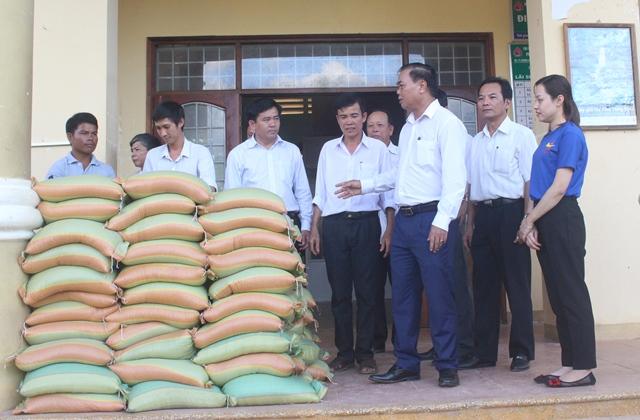 Bí thư Tỉnh ủy thăm các gia đình bị thiệt hại do bão số 12 tại huyện Krông Bông