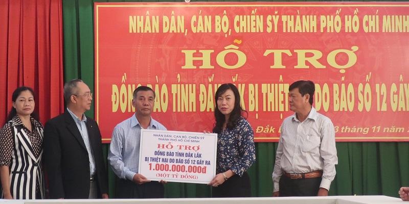 Thành phố Hồ Chí Minh hỗ trợ 1 tỷ đồng giúp đồng bào tỉnh Đắk Lắk khắc phục hậu quả bão số 12.