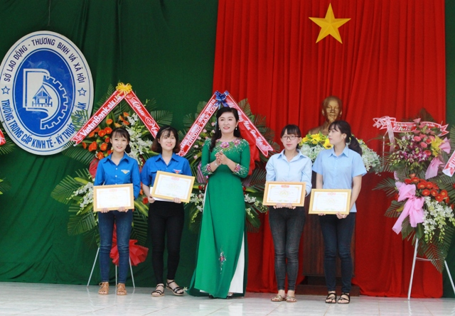 Trường Trung cấp Kinh tế - Kỹ thuật Đắk Lắk khai giảng năm học 2017-2018