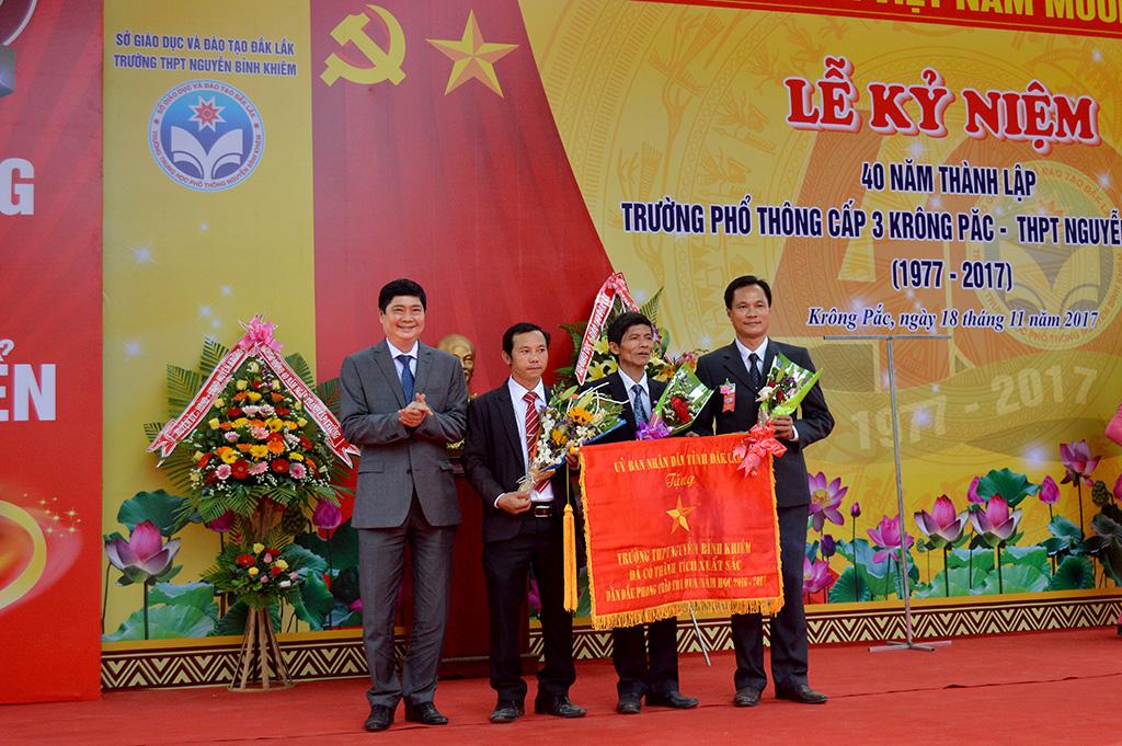 Trường THPT Nguyễn Bỉnh Khiêm kỷ niệm 40 năm thành lập