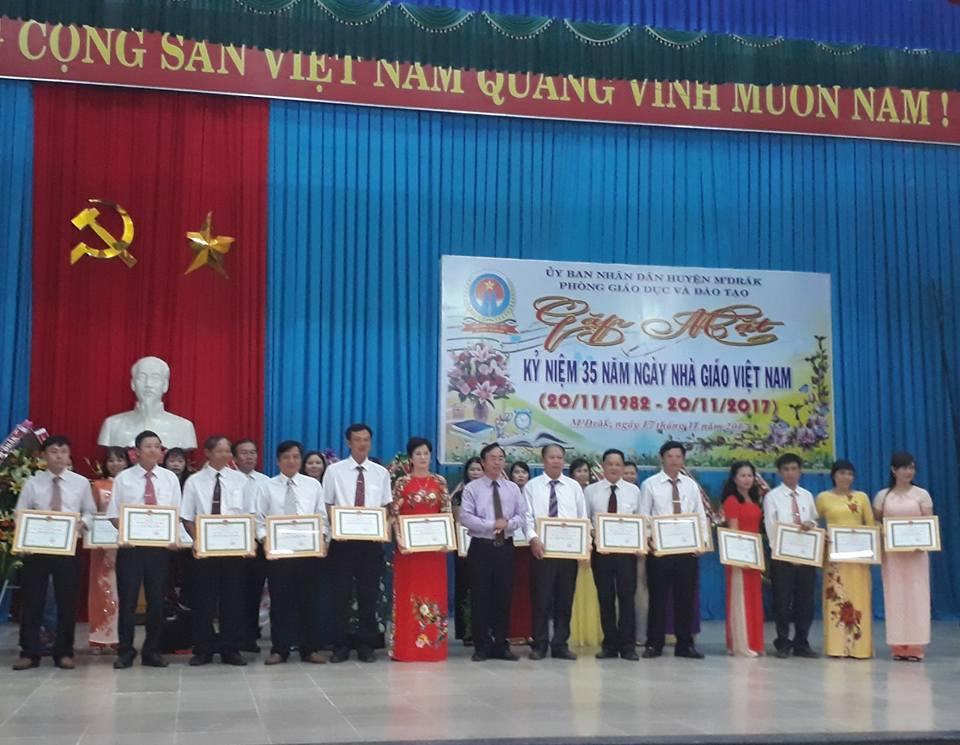 Gặp mặt nhân kỷ niệm 35 năm Ngày Nhà giáo Việt Nam (20/11/1982-20/11/2017)