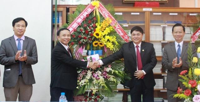Thường trực Tỉnh ủy thăm, chúc mừng nhân ngày Nhà giáo Việt Nam 20/11