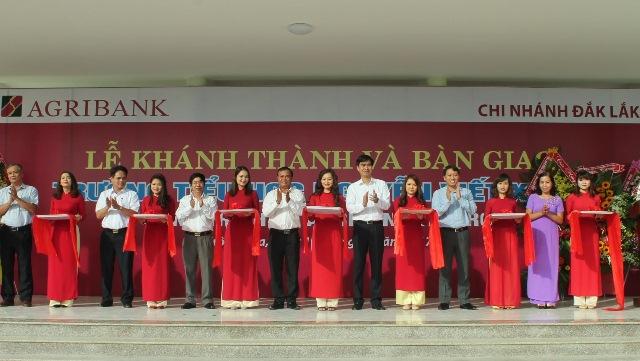 Agribank Đắk Lắk, tổ chức Lễ khánh thành và bàn giao Trường tiểu học Nguyễn Viết Xuân, công trình do Agribank tài trợ.