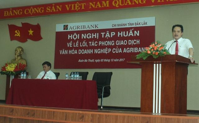 Agribank Đắk Lắk, tổ chức Hội nghị tập huấn về lề lối làm việc, tác phong giao dịch, văn hóa doanh nghiệp của Agribank cho cán bộ viên chức, người lao động.
