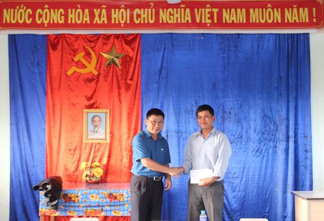 Thường trực Tỉnh ủy dự sinh hoạt chi bộ định kỳ tại Krông Năng.