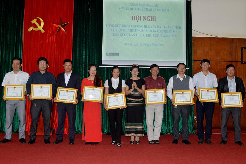 Biểu dương các cá nhân đạt thành tích xuất sắc tại Hội thi thể thao các dân tộc thiểu số toàn quốc lần thứ X