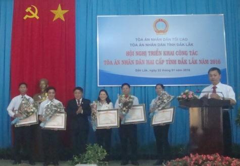 Hội nghị triển khai công tác Tòa án nhân dân hai cấp tỉnh năm 2016.