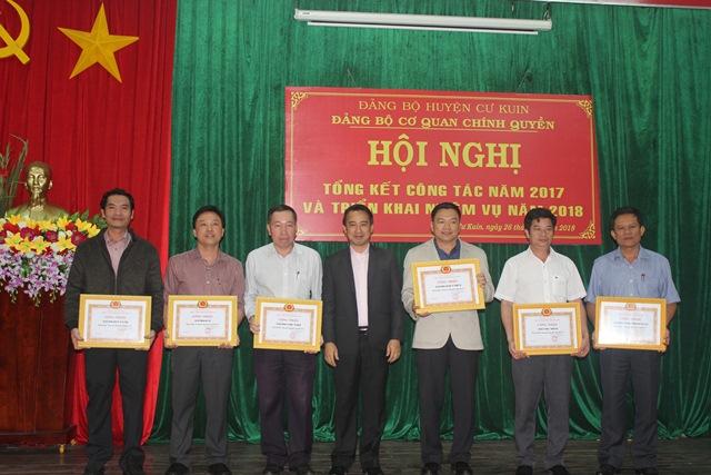 Đảng bộ Cơ quan chính Quyền huyện Cư Kuin tổng kết công tác năm 2017 và triển khai nhiệm vụ năm 2018.