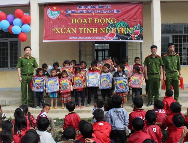 Cảnh sát PC và CC tỉnh Đắk Lắk hướng về cơ sở