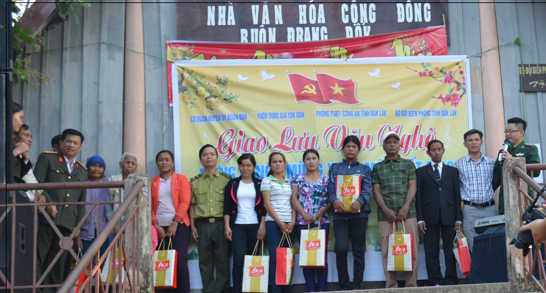 Tổ chức đón Tết cho nhân dân Buôn Drang Phốk