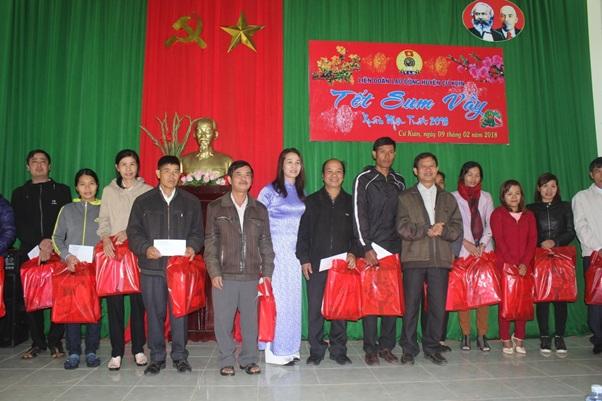 'Tết sum vầy' cho lao động nghèo huyện Cư Kuin
