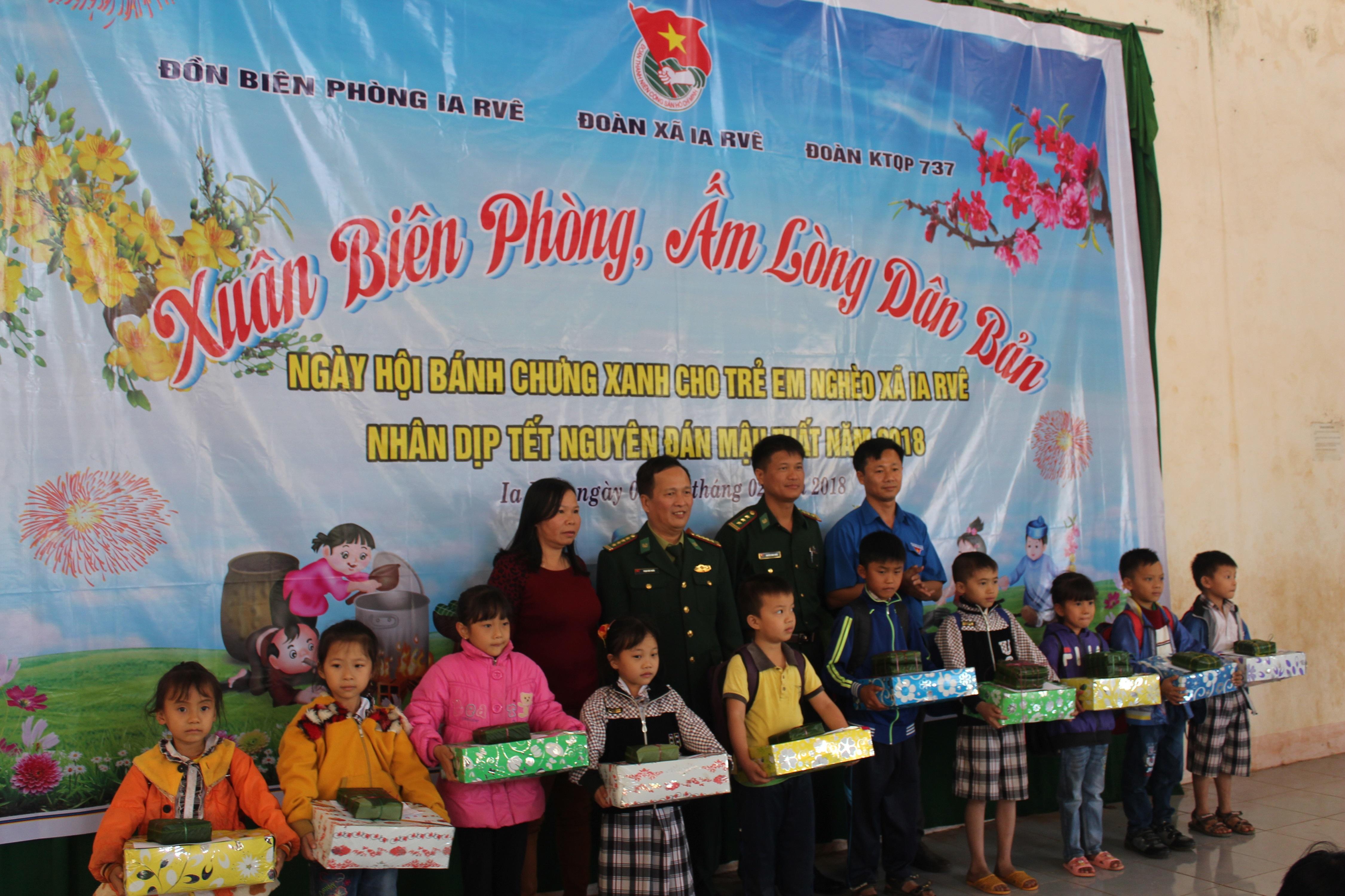 3.669 chiếc bánh chưng trao tặng nhân dân biên giới tỉnh Đắk Lắk