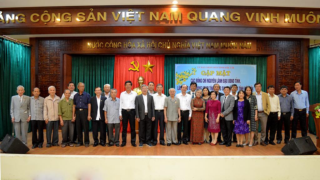 UBND tỉnh gặp mặt nguyên lãnh đạo UBND tỉnh, lãnh đạo Văn phòng UBND tỉnh qua các thời kỳ