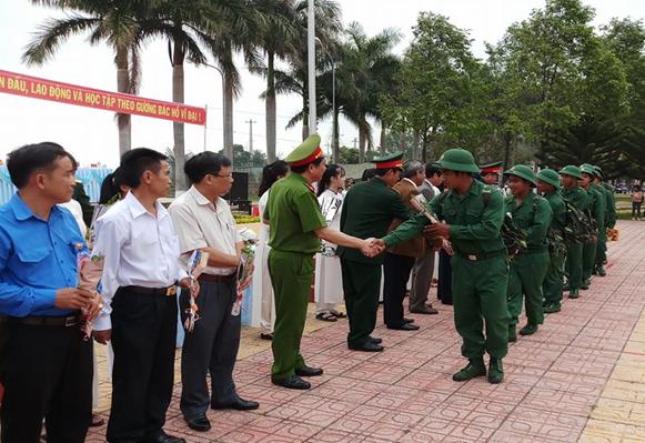 Huyện Lắk: 124 tân binh phấn khởi trong ngày hội tòng quân
